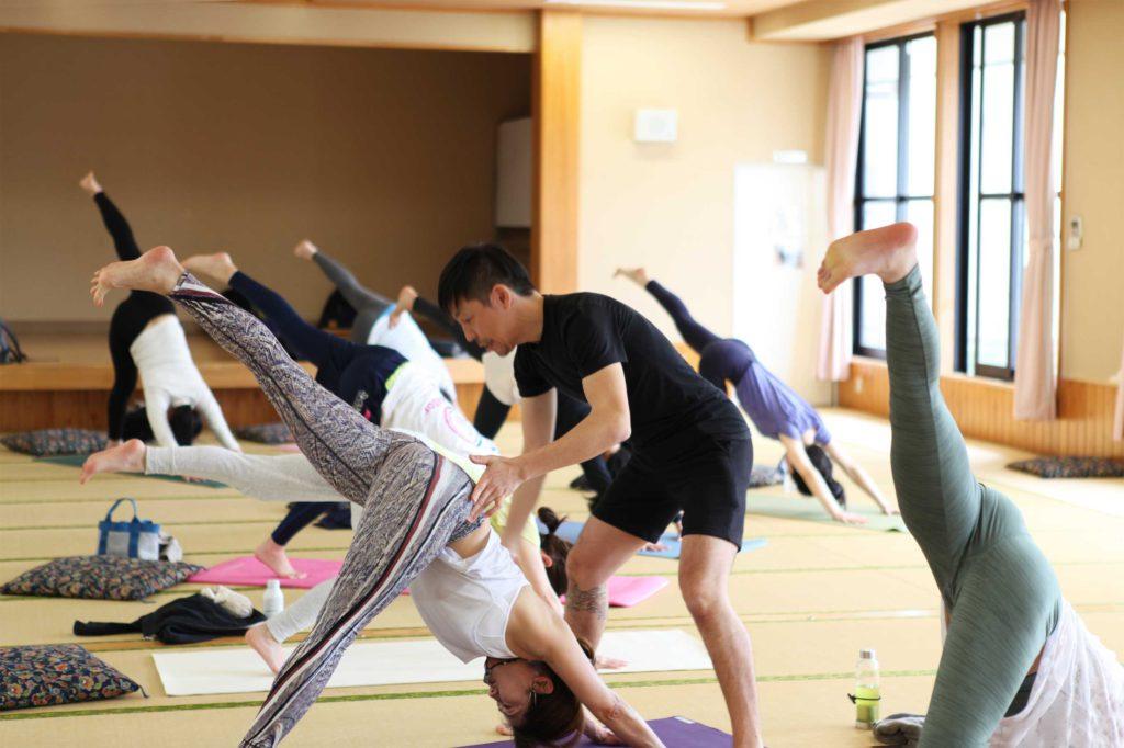 身体の動きに意識を向ける練習|東松山ヨガ